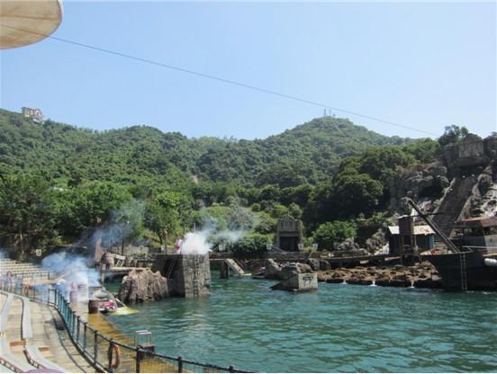 音乐喷泉千变万化的喷泉造型,冒险岛摇曳的椰树,细腻的海沙,3米高的